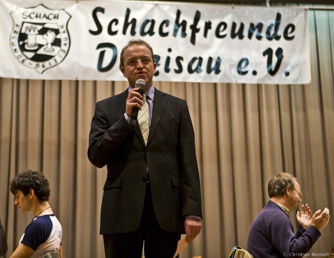 Turnierdirektor Sven Noppes bei der Eröffnungsrede